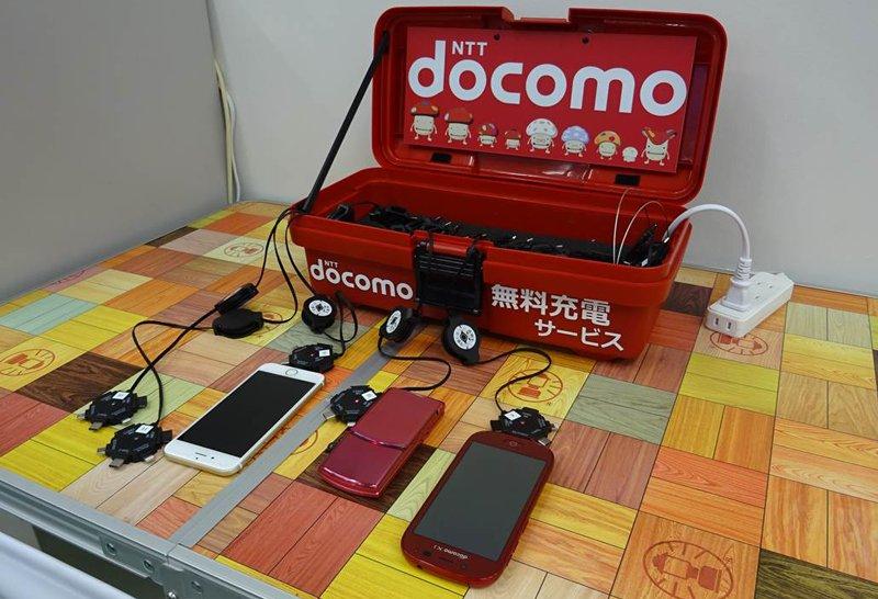 ドコモでは、このたびの「平成28年熊本地震」を受け開設された避難所へ、携帯電話の「無料充電コーナー」を適宜設置しております。 具体的な設置場所は、こちらをご確認ください。https://t.co/Fc5cTumdGe https://t.co/K5LNcuBELO