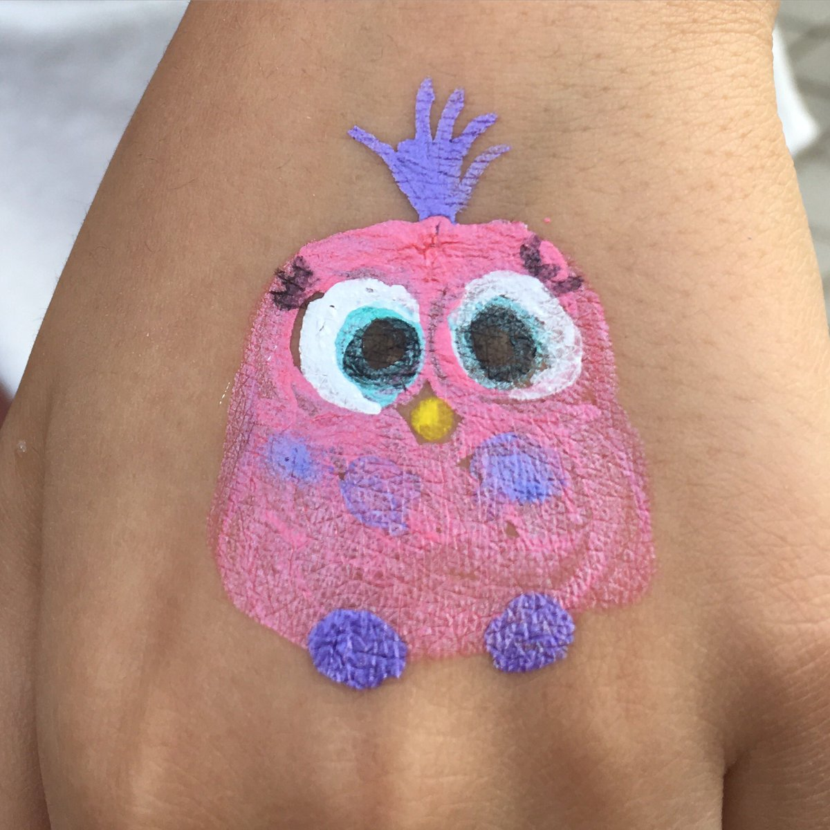 Schools in Korea already hand-painting on fair day before the movie is out! thumbs up! (feathers) @JohnCohen1 https://t.co/TnblUYD6pc