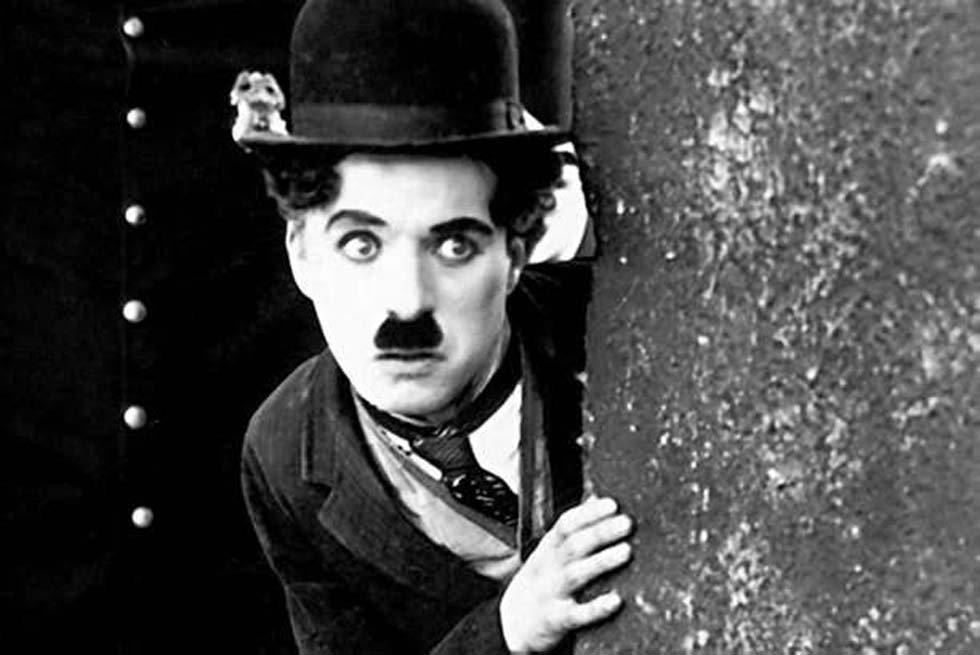 """Mirada de cerca, la vida es una tragedia, pero vista de lejos, parece una comedia"" Feliz cumpleaños Charles Chaplin https://t.co/RS6SG83fM7"