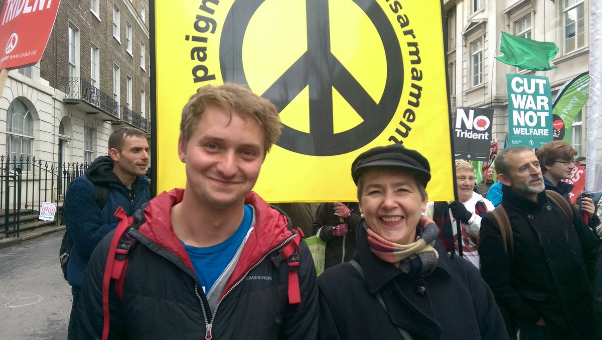 Why can the government find billions for Trident and wars but can't stop massive cuts to welfare &health? #4Demands https://t.co/ymNnJRgXWg