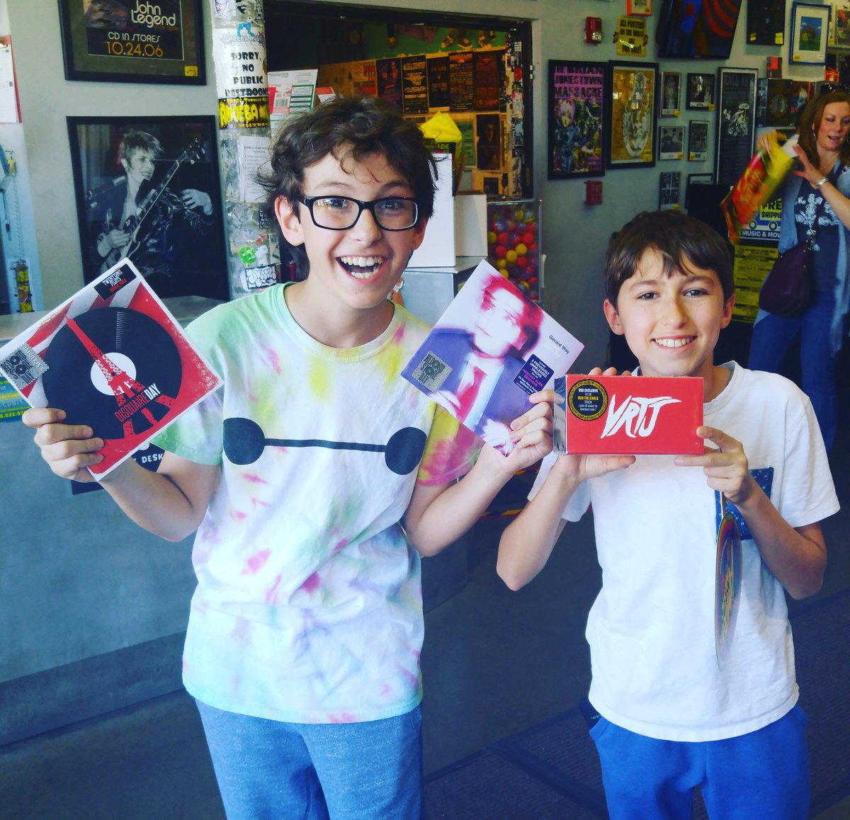 These young fans came out for #RSD16 and were especially stoked for the @twentyonepilots, @gerardway & @runjewels! https://t.co/tp0k51TZkm