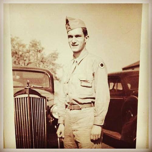 RT @AmericasMilHist: Hugh Hefner enlisted in US Army in 1944 and would serve stateside until 1946. https://t.co/ZHohTy2nUe
