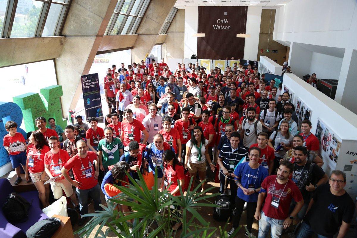 220 participantes, muitas horas de programação. Maior hackathon do Brasil na IBM! #angelhacksp #anyonecancode https://t.co/LnzEHEToGj