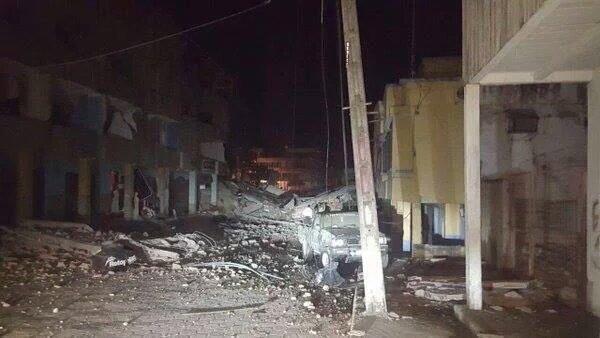 Siguen llegando imágenes impactantes de Pedernales, Manabí. Mucha #Solidaridad a Ecuador. #temblor #TerremotoEcuador https://t.co/ln8XaYepH6