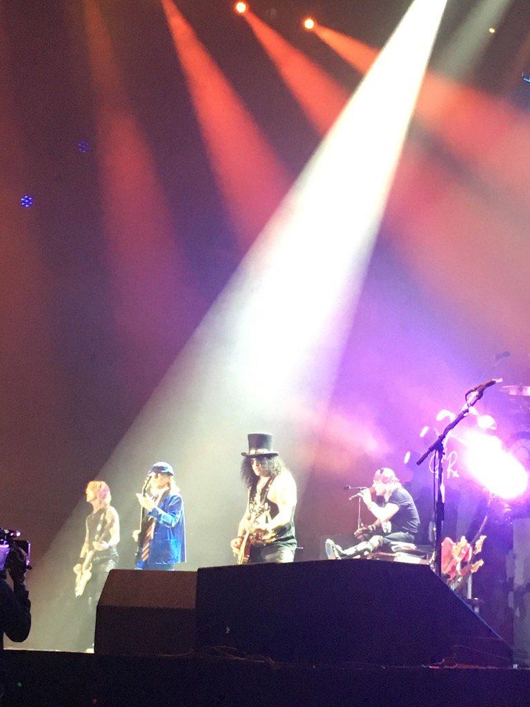 【音楽】ガンズ・アンド・ローゼズの<アクセル・ローズ>AC/DCのニュー・シンガーに正式決定!©2ch.netYouTube動画>30本 ->画像>26枚