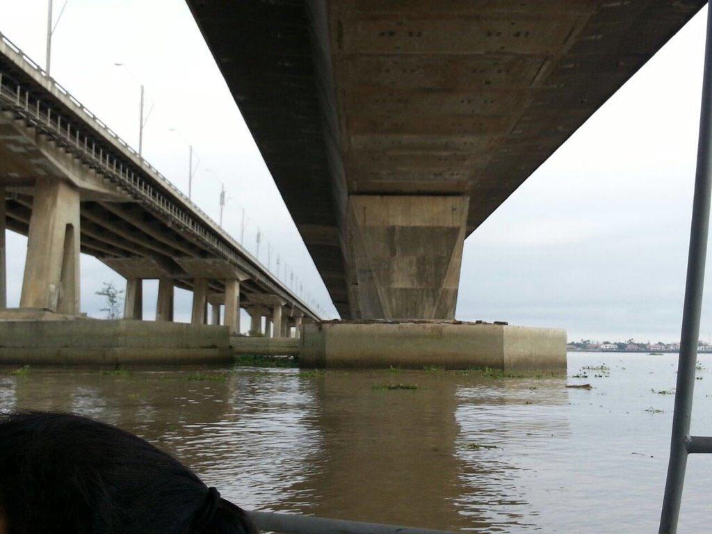 ATENCIÓN Se determinó que Puentes Unidad Nacional están en buen estado. #SismoEcuador vía: @ObrasPublicasEc https://t.co/h3vJgUSUnQ