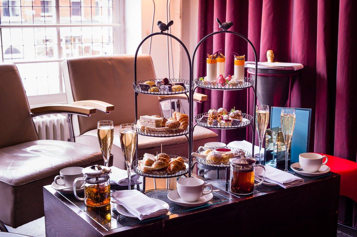 Afternoon Tea in #Chelsea. What better way to spend a day in #London? https://t.co/lVW7K5Ywd1 https://t.co/i96ErdGIAU
