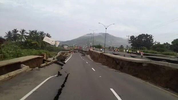 Imágenes de #Pedernales la ciudad más afectada por el #temblor #TerremotoEcuador #PrayForEcuador #Manabi https://t.co/nCJbfj3m6J