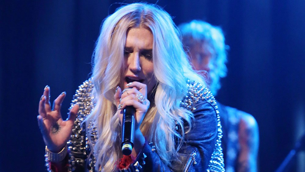Watch: Kesha give a surprise performance at