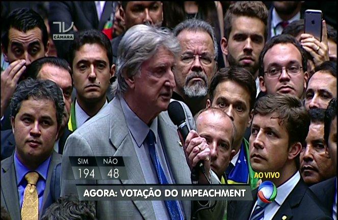 """Pelo menino da porteira, meu voto é SIM"""" - Sergio Reis - SP #ImpeachmentDay https://t.co/lNc25YGM7m"""
