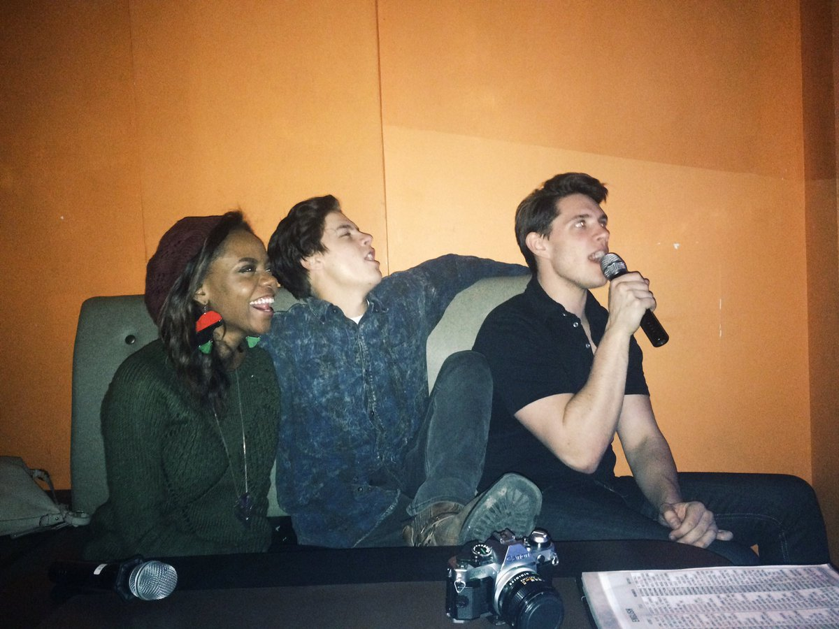 RT @colesprouse: Just pretend to sing when you're between two good ones. @iamamurray @CaseyCott https://t.co/sXHP5dQ662