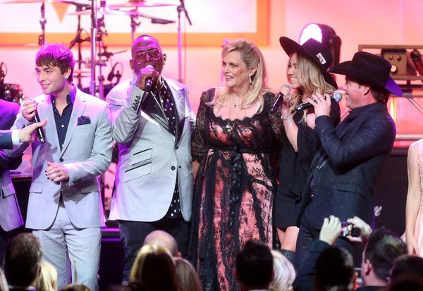 Now this was a fun choir to be a part of:) Fun night at the @RaceToEraseMS gala! Proud to support an awesome cause https://t.co/mZ6HStttBT