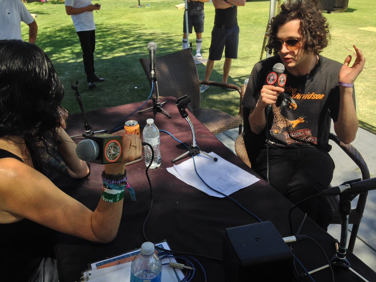 Marty from the @the1975 chatting with Hil at our #Coachella Compound #fm949sd https://t.co/8uH26JrVS3