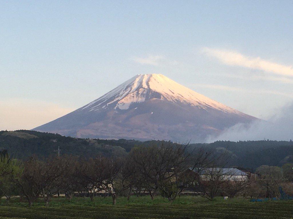 おはようございます。今朝の今の富士山です。 https://t.co/XoRWKyoaa6