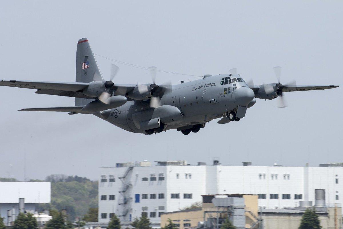 第374空輸航空団は本日、日本政府による熊本地震被災地救援活動を支援するため、2機のC-130と乗員を九州地方へ派遣しました。大型車両と千歳基地からの人員を輸送します。 https://t.co/gbaqMlvFQH https://t.co/ZQsY6bDDDc