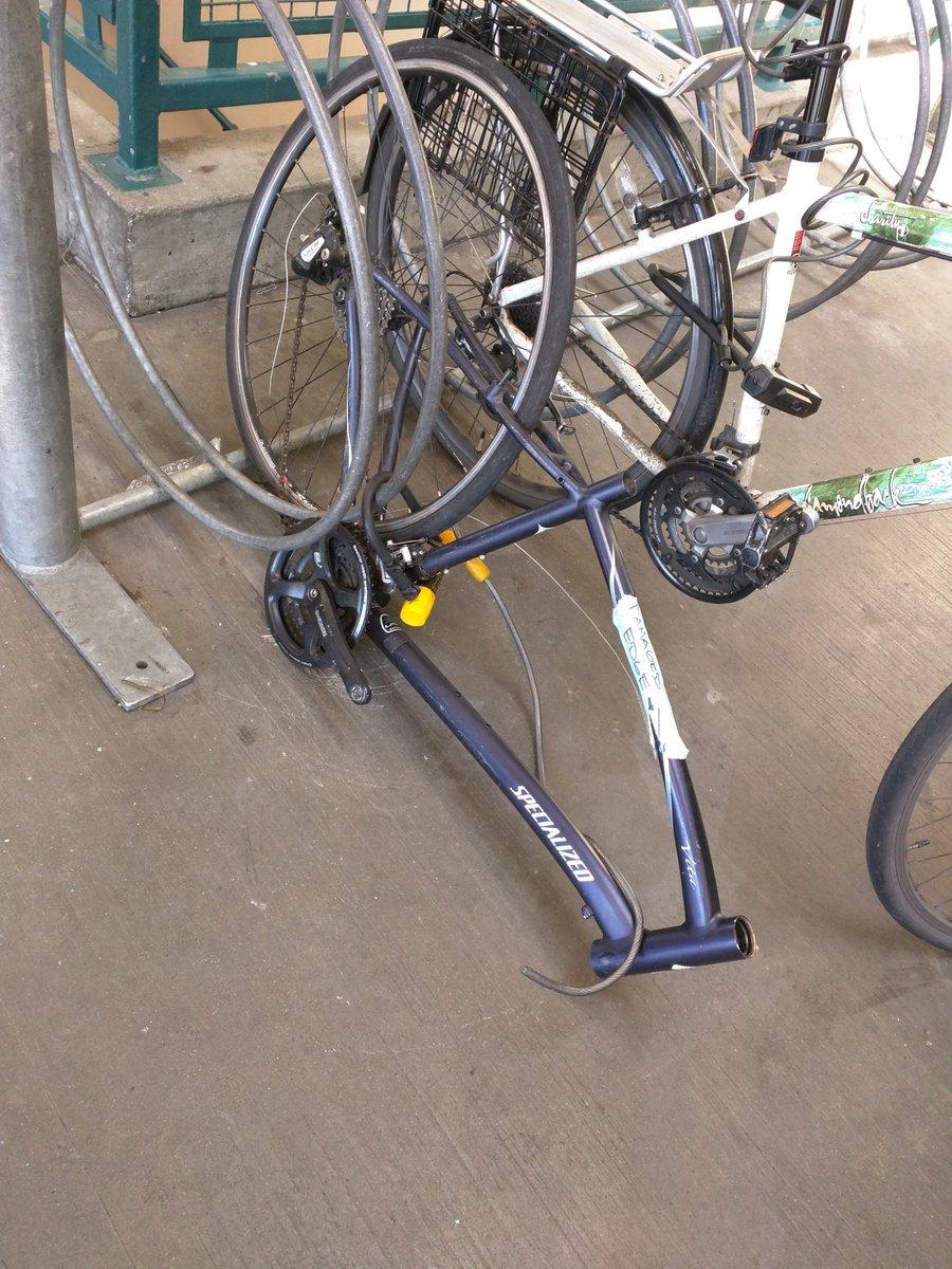 自転車に鍵かけてもこうなるという実例。自転車泥棒は自転車が欲しいのではなく、金になる部品が欲しいだけ。 https://t.co/upv8xbyPwz