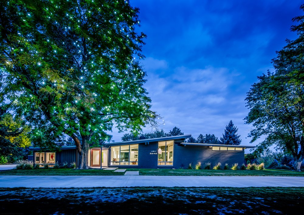 A6: In Denver, don't miss our enclaves of mid-century modern homes! #ModernMonday https://t.co/g5gVAdLlca