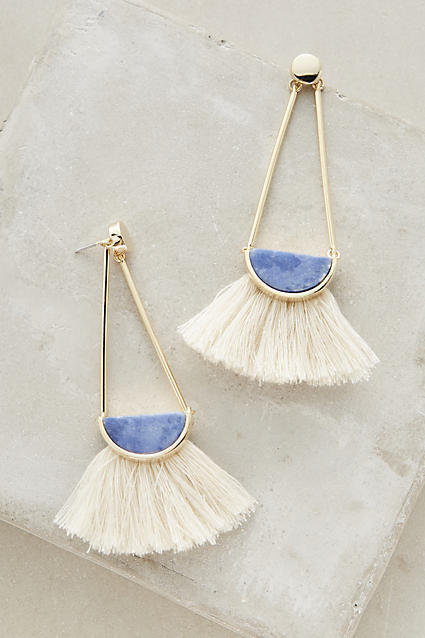 MAJOR crush on these fringe earrings. @Anthropologie https://t.co/nE2QWoZxZn (and they're under $50 #win) https://t.co/Cj9tL0HxOp