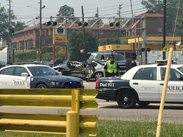 #BREAKING: Carver High baseball coach killed in 3-car accident on Buena Vista Rd. >>> https://t.co/GrTgujbsf4 https://t.co/enL8k30jow