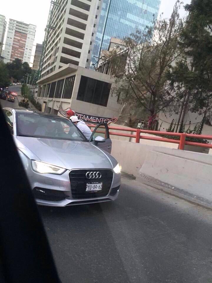 #TZP @SSP_CDMX Echenle un ojito a zona Están asaltando n túnel CarlosEchanove !aprovechan el tránsito https://t.co/rOLki6RGUP, @OskarZamudio