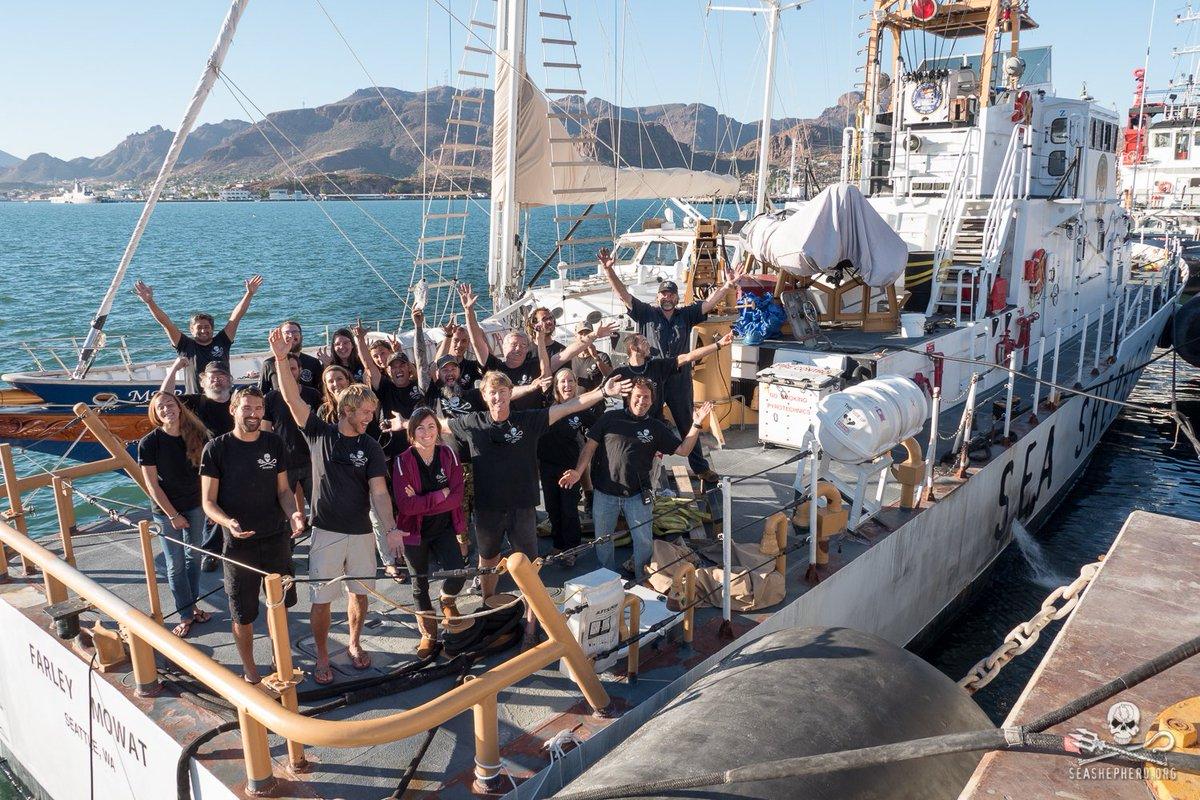 RT @SeaShepherdSSCS: Here's our #SeaShepherdWave. Share your selfie/group pic, waving for our oceans. #EarthDay https://t.co/6WBYiNknwq htt…