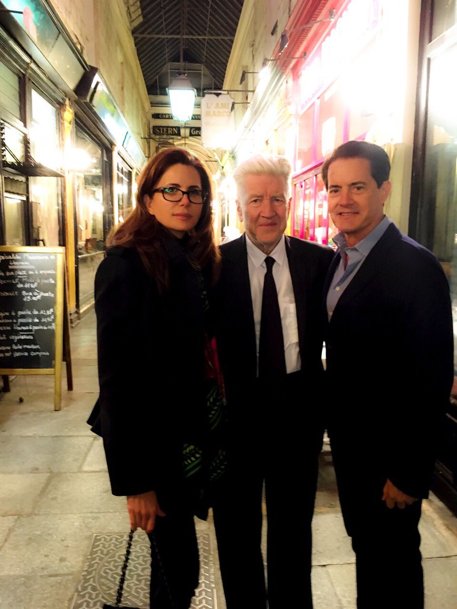 Dinner with two special agents! Lucky me ✨ @Kyle_MacLachlan @DAVID_LYNCH https://t.co/ocHgb0Ydk8