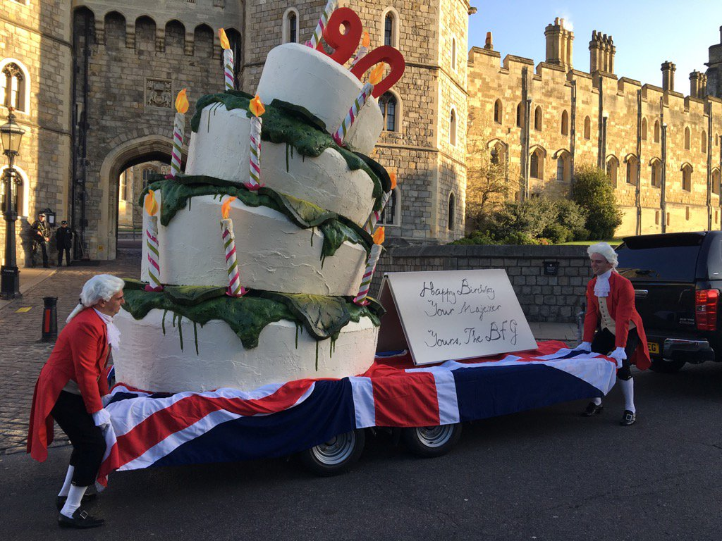 Birthday cake for the #Queen from Hollywood royalty, Steven Spielberg - just arrived at Windsor Castle @GMB https://t.co/IoizdXezwL