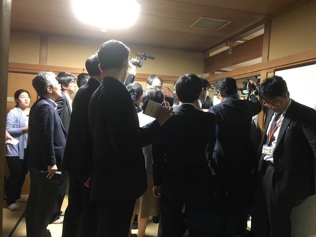 井山七冠誕生!日本棋院の幽玄の間は、すごい事になってます! https://t.co/ZP9aGz3mmR