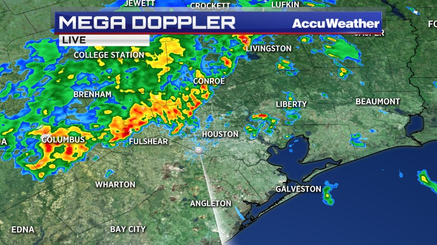 A line of heavy rain is moving through NW Harris county...headed toward Houston. #houstonflood https://t.co/yDnSPIdIdM