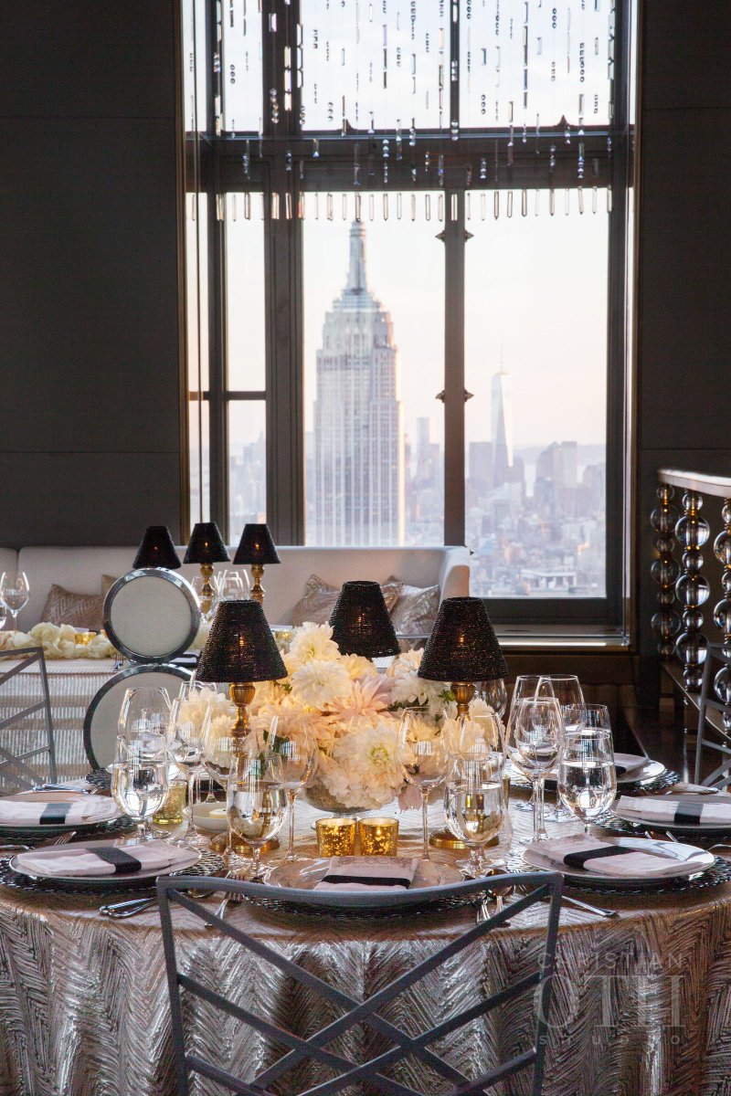 It doesn't get much more #NewYork than this! @RainbowRoomNYC @christianoth @daughterodesign #WeddingWednesday https://t.co/ATKH5WAzuP