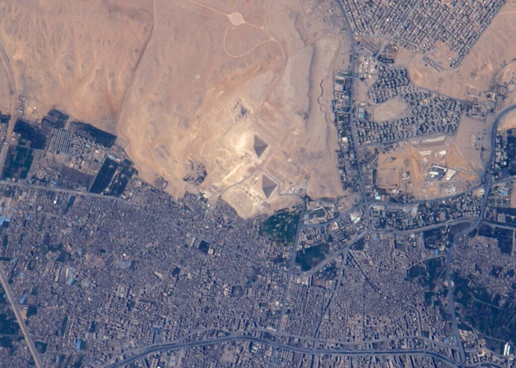 #Egypt Pyramids from space اهرامات #مصر من الفضاء https://t.co/QSmcCUZrol