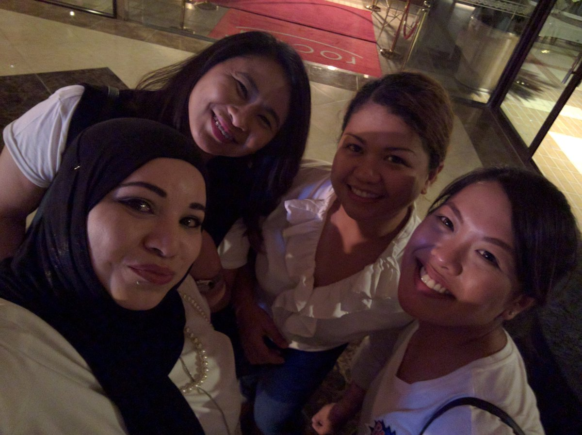 #Zelfie with my gal pal foodies here in #Doha!! @ZomatoQA #ZomatoParty #LivingGrand #Rocca @GrandHyattDoha https://t.co/Gu6zkxJlPe