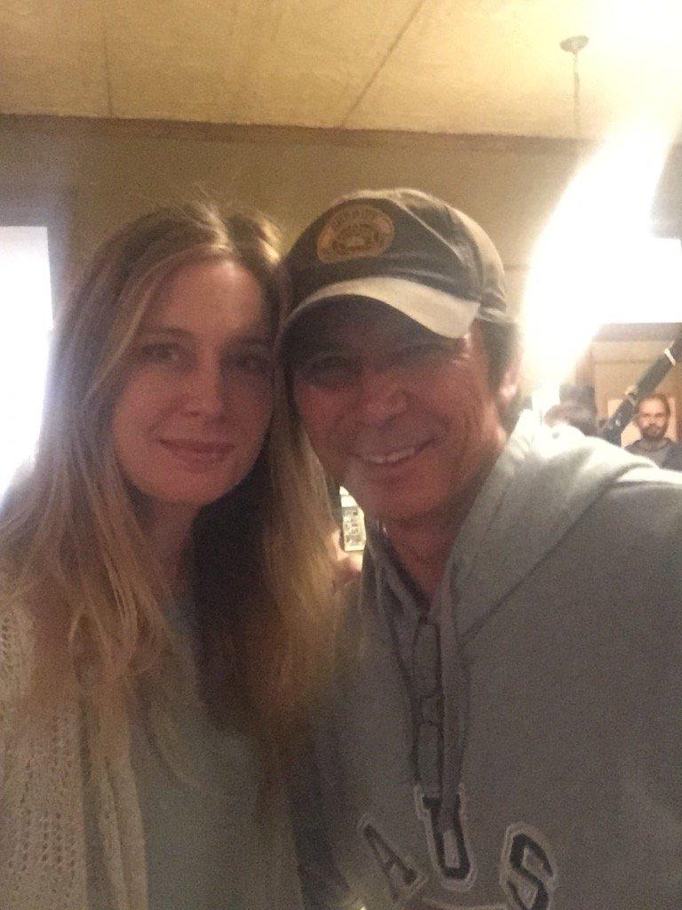 With @LouDPhillips on the set of #Longmire ...a big hero of mine #starstruck https://t.co/ZVuSqO5WbG