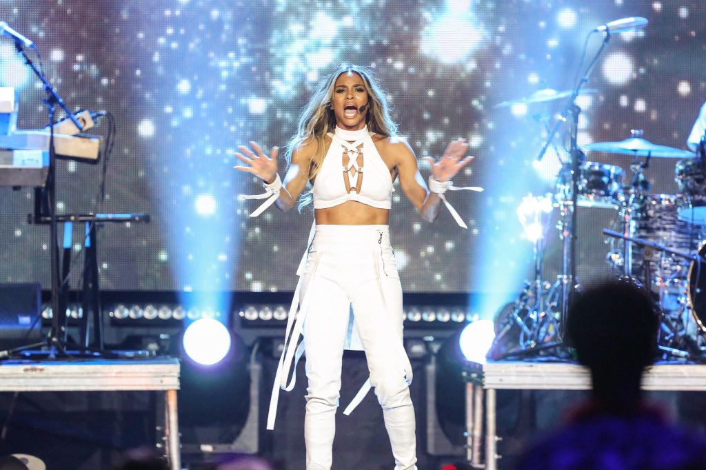 @weday #Seattle was AWESOME! @ciara capped the day celebrating the amazing work of local students! #WeDay #KUBE1049 https://t.co/CGtnOJHrgg