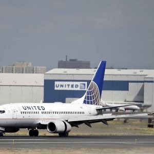 United Airlines beats expectations despite 25% drop in net income