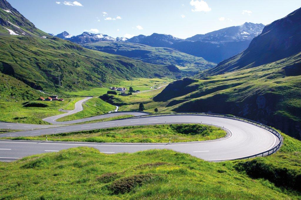 Ce mois-ci, @enRoutemag ratisse les plus belles routes de Munich à Monaco: