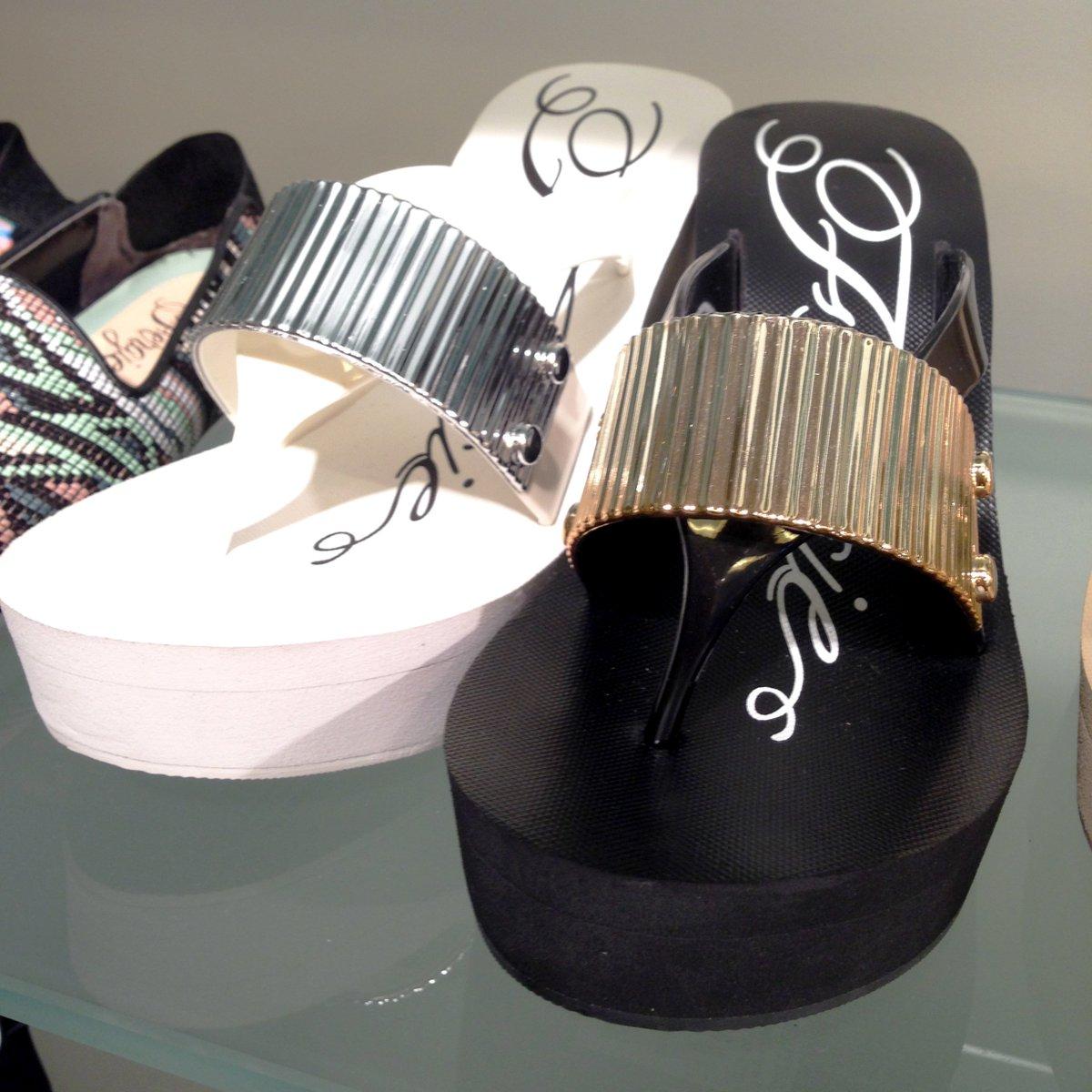 RT @FergieFootwear: Keep yr head, #heels & standards… #high.☺ #fergie #highheels #highshoes #flipflops #happy420 https://t.co/LxIgeZuxuD ht…
