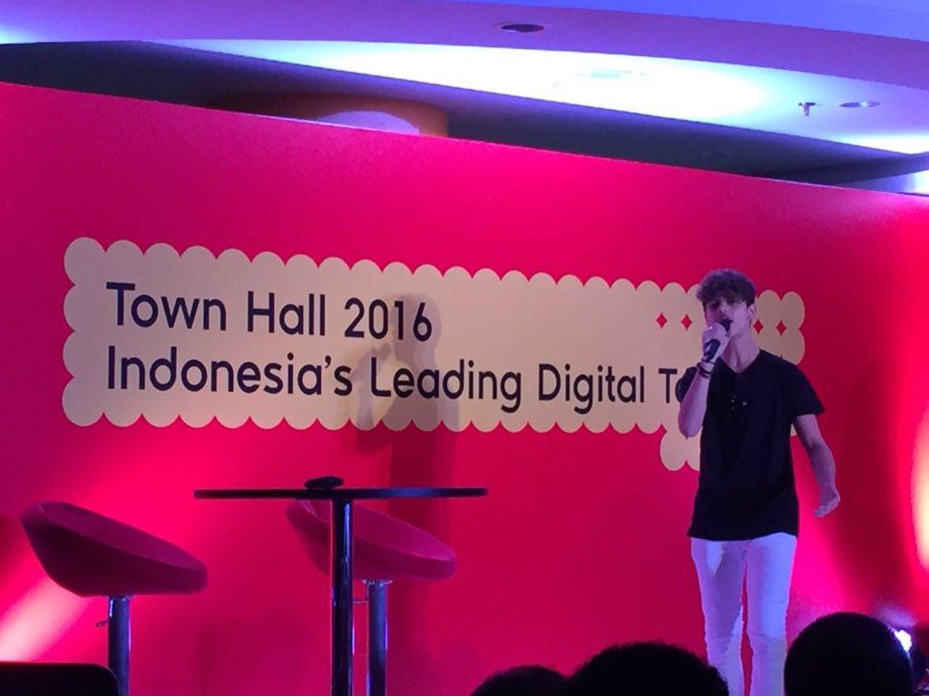 Yeay! Slh satu Spotify artist @HarrisJofficial hadir di kantor kami untuk hibur peserta Town Hall Indosat Ooredoo https://t.co/6IhLf1WJUR
