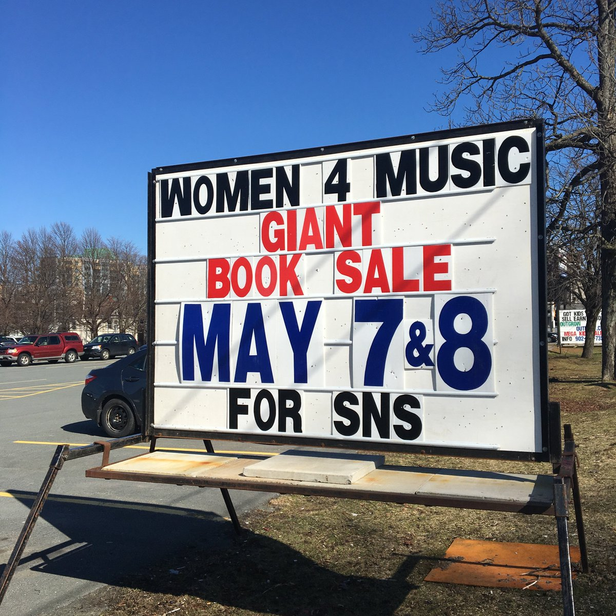 Don't miss the Women for Music Giant Book Sale this weekend at the Halifax Forum! Saturday 9 to 6 and Sunday 9 to 3. https://t.co/DOEKwebkei