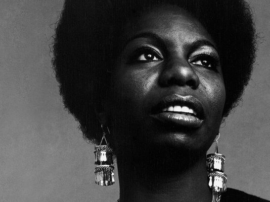Today Nina Simone, singer, died in Paris at the age of 70. Thank you for the gifts you gave the world. #BlackHistory https://t.co/jteF312ROP