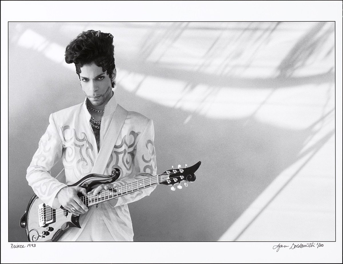 Today we remember the legendary career of Prince, an icon of pop culture for over 30 years https://t.co/yvadMSUQI9 https://t.co/L3DCLKqpid
