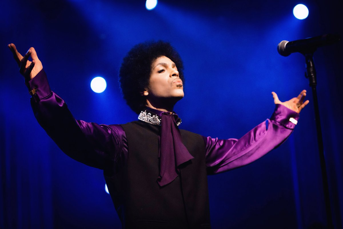 Montreux deeply saddened. Thank you @prince of us all! #RIP #PurpleTears https://t.co/s3GD50yleL