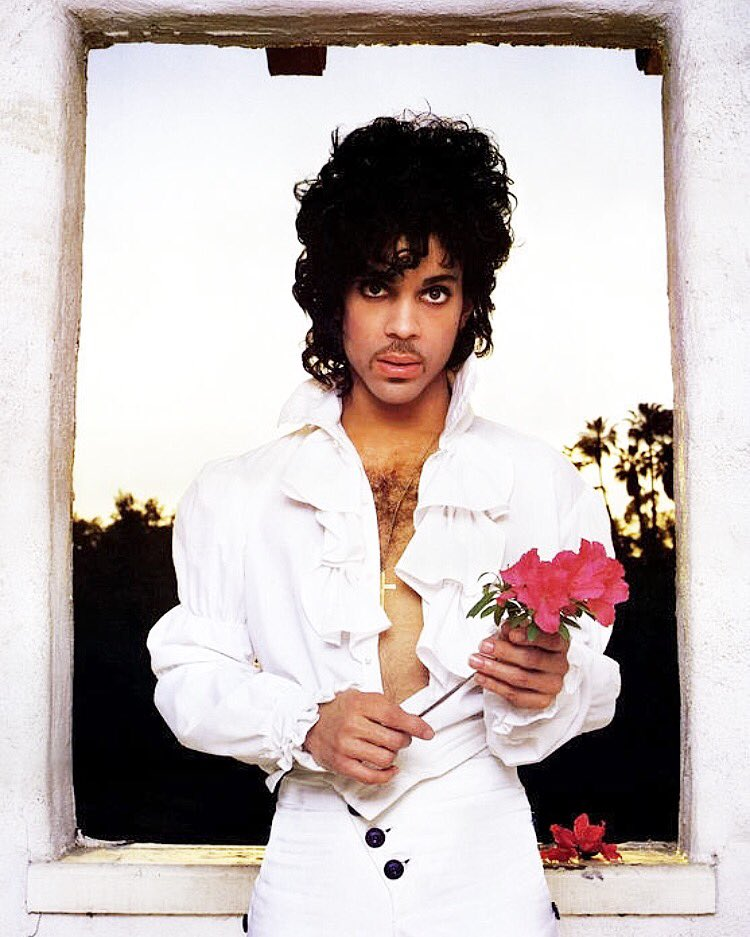 My heart goes out to anyone who feels like I do right now . my musical soul hurts ..I will always love#prince https://t.co/o53b35JbW0