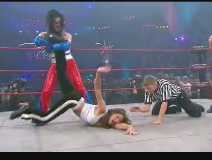 RIP @ChynaJoanLaurer it was an honor to be in the ring with her! Gone to soon but finally at Peace. https://t.co/56C09NcOXc