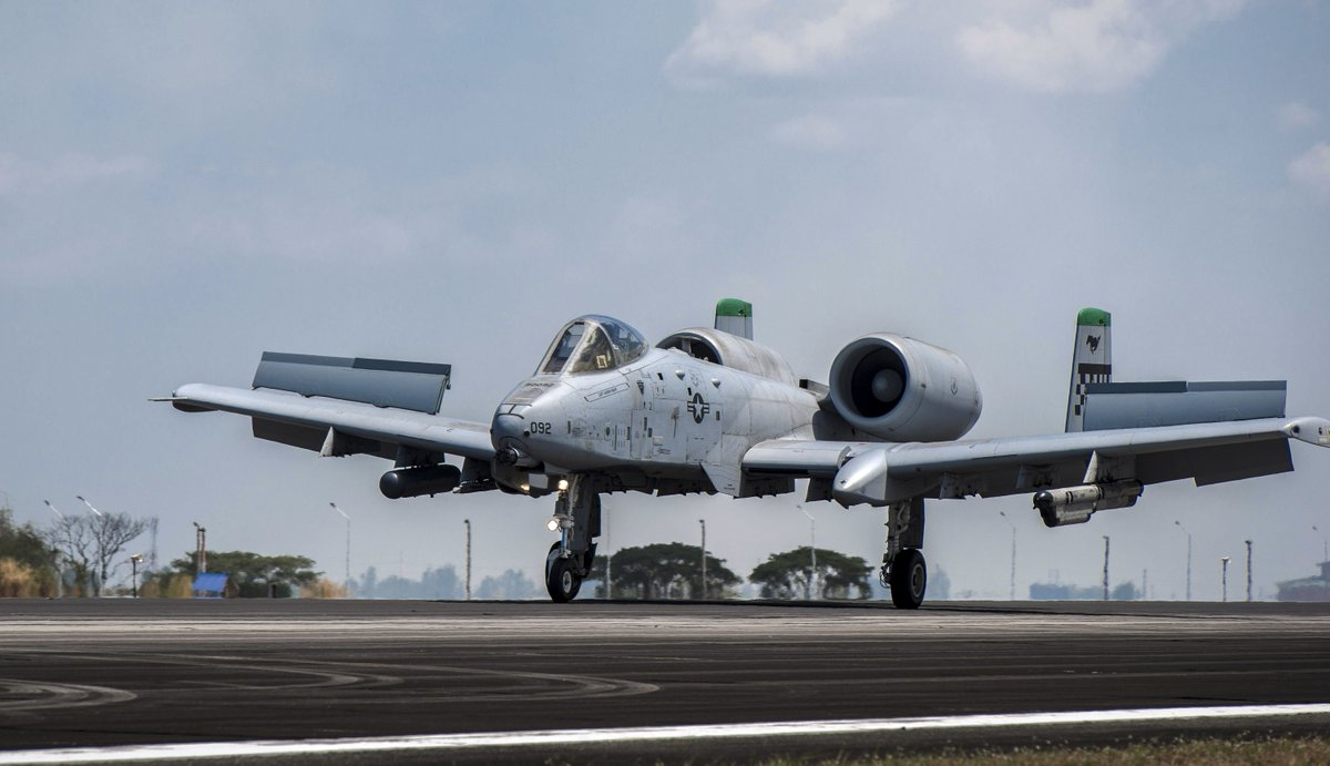 #picoftheday #USAF A-10C Thunderbolt II from Osan lands in Philippines after 1st #AirContingent mission https://t.co/V7fiOB8Z8W
