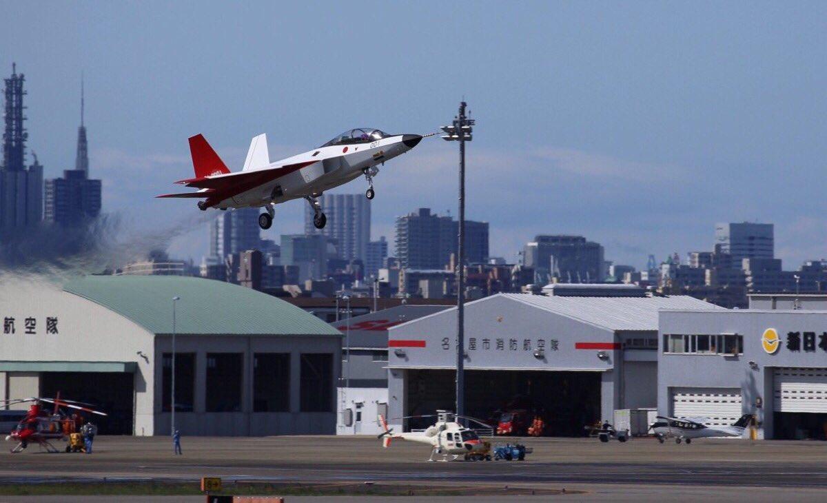 皆の期待を一身に受け、轟音とともに小柄な機体が大空に浮かび上がりました。ATD-0実装から一年余り。待ちに待ったX-2(ATD-X)の初飛行、本当におめでとうございます! [kanno] エースコンバット20年の飛行史[番外編] https://t.co/tKSkAim0kt