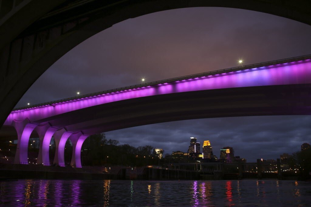 The 35W bridge. For Prince. (Photo by @fromjefferson) #RIPPrince https://t.co/ienDftAgIy