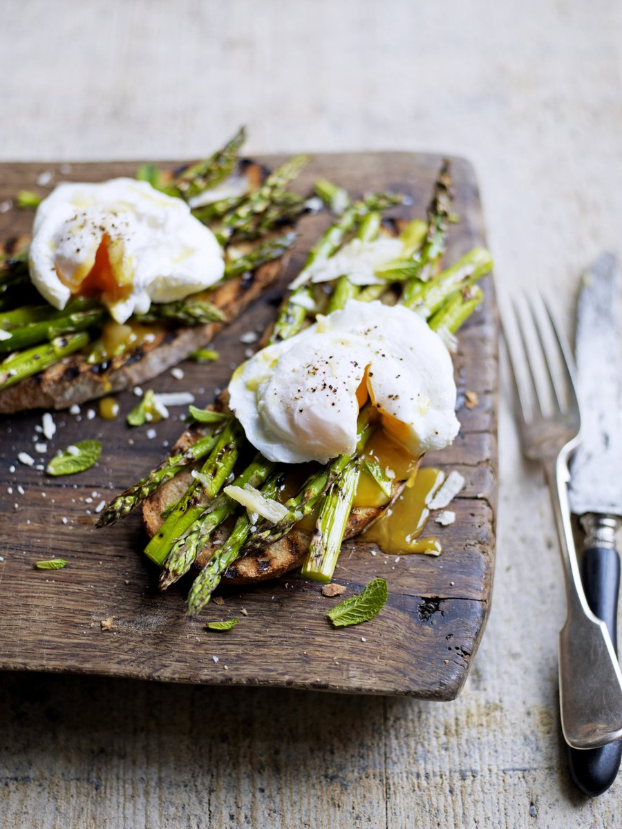 Treat yourself to today's #RecipeOfTheDay - grilled asparagus and poached eggs on toast: https://t.co/UO1Xt72ifh https://t.co/pedKtVa7pz