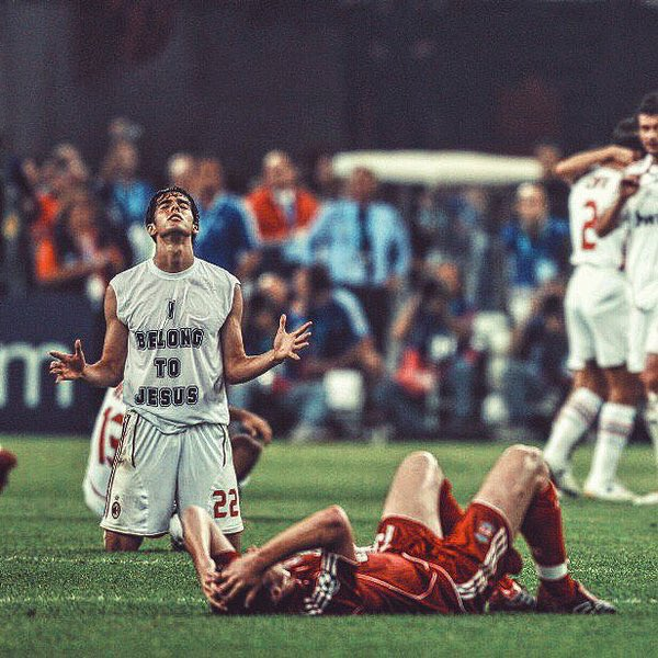 Happy Birthday, Kaka.  1 x La Liga 1 x Serie A 1 x UCL 1 x World Cup 1 x Ballon d\Or  Legend.