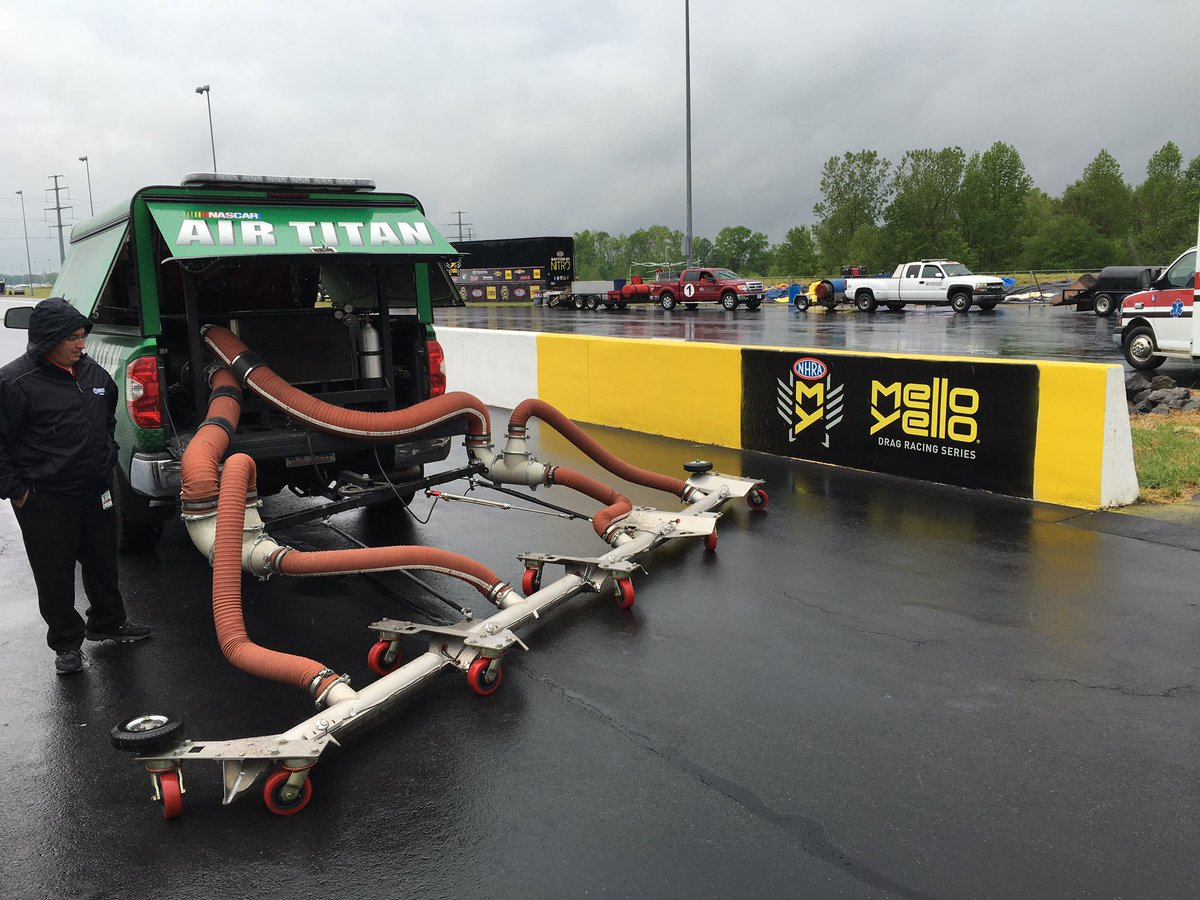 Fleet is fueled up & ready. 8 jet dryers & #NASCAR Air Titan. 1st time Air Titan ever used at #NHRA event #4WideNats https://t.co/WTyDGgHUtL